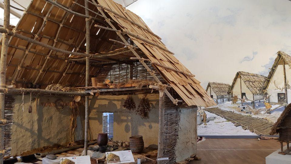 Espace archéologique à Clairvaux – reconstitution maison lacustres du Néolithique
