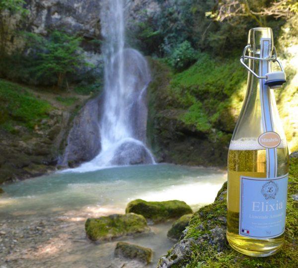 Cascade de la Quinquenouille et limonade Elixia © Jura Tourisme