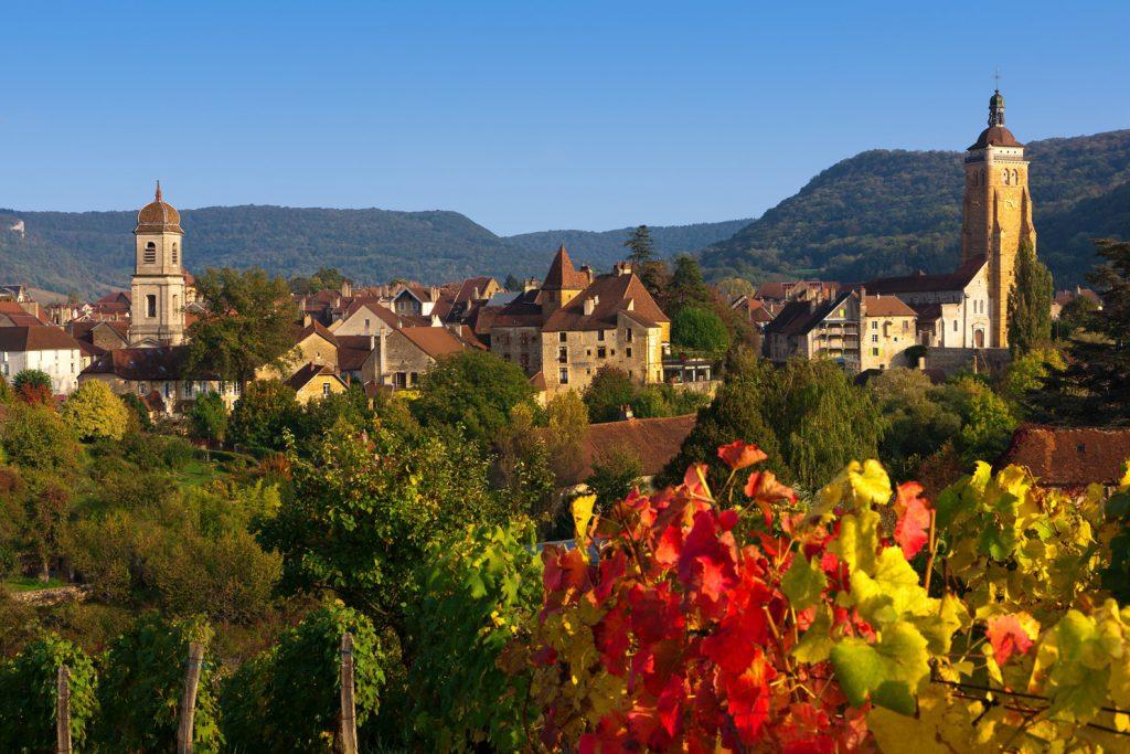 Vue sur le Village d'Arbois depuis les vignes © Stéphane Godin / Jura Tourisme