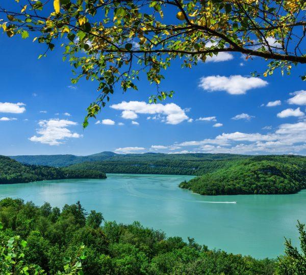 Le lac de Vouglans, paradis de la pêche jurassienne