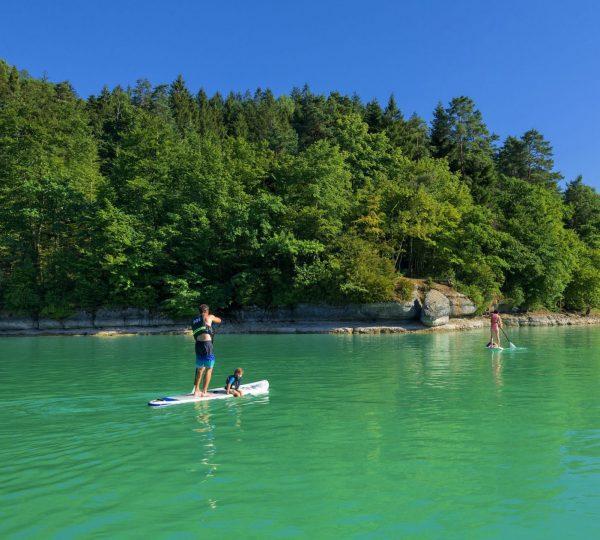 Paddle en famille sur le lac de Vouglans, ® Stéphane Godin/Jura Tourisme