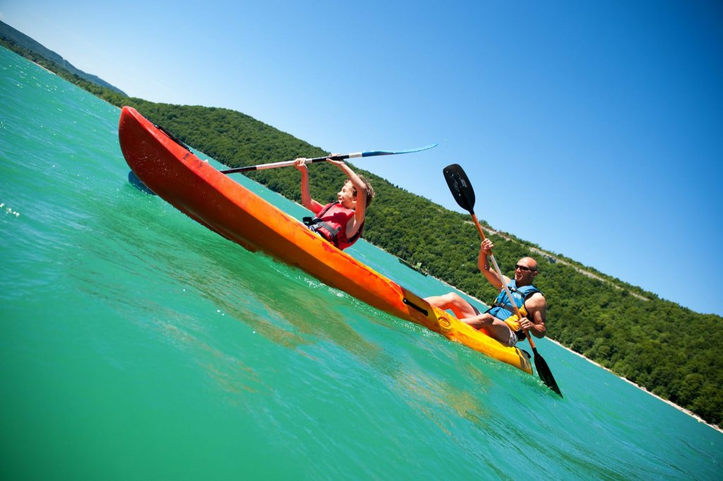 Canoë-kayak au Lac de Chalain © © Benjamin Becker/Jura Tourisme
