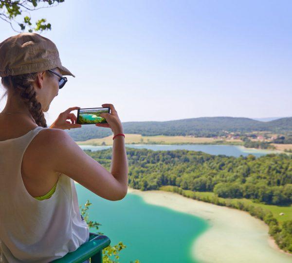 Randonneuse au Belvédère des 4 lacs
