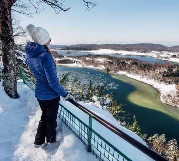 Balade hivernale au belvédère des 4 lacs © Maxime Coquard/Jura Tourisme