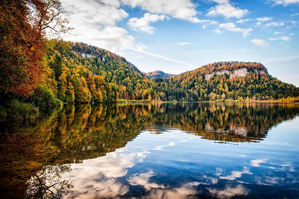 Lac de Bonlieu en Automne © Benjamin Becker/Jura Tourisme