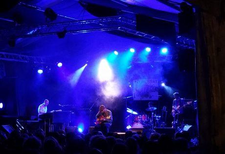 Scène du festival Jazz à Frontenay