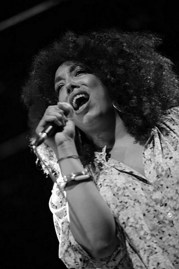 Chanteuse au Festival Azimut Blues