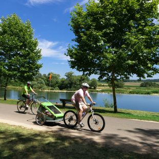 Cyclistes sur l'EuroVelo 6 à Rochefort-sur-Nenon