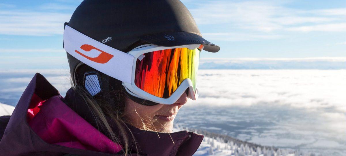Skieuse de descente à la Station des Rousses