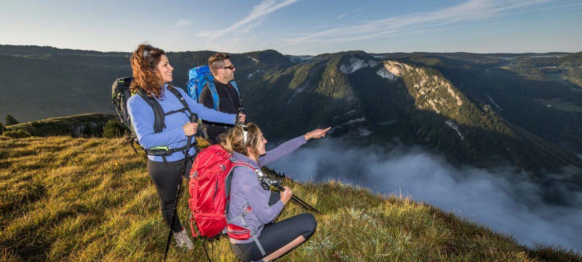 Randonneurs dans le Haut-Jura