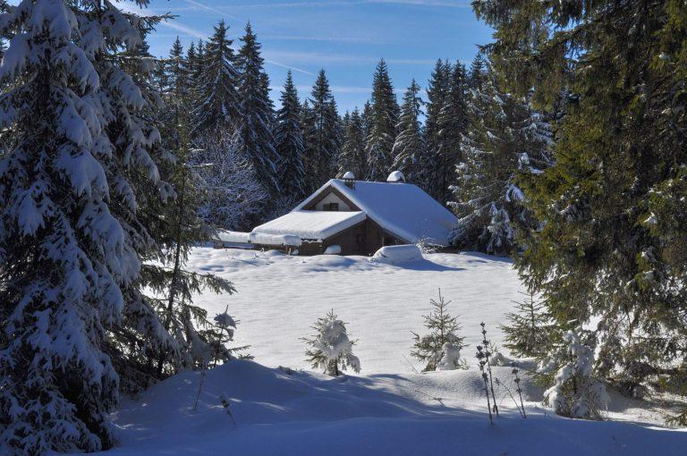 Chalet du Haut Jura dans la neige