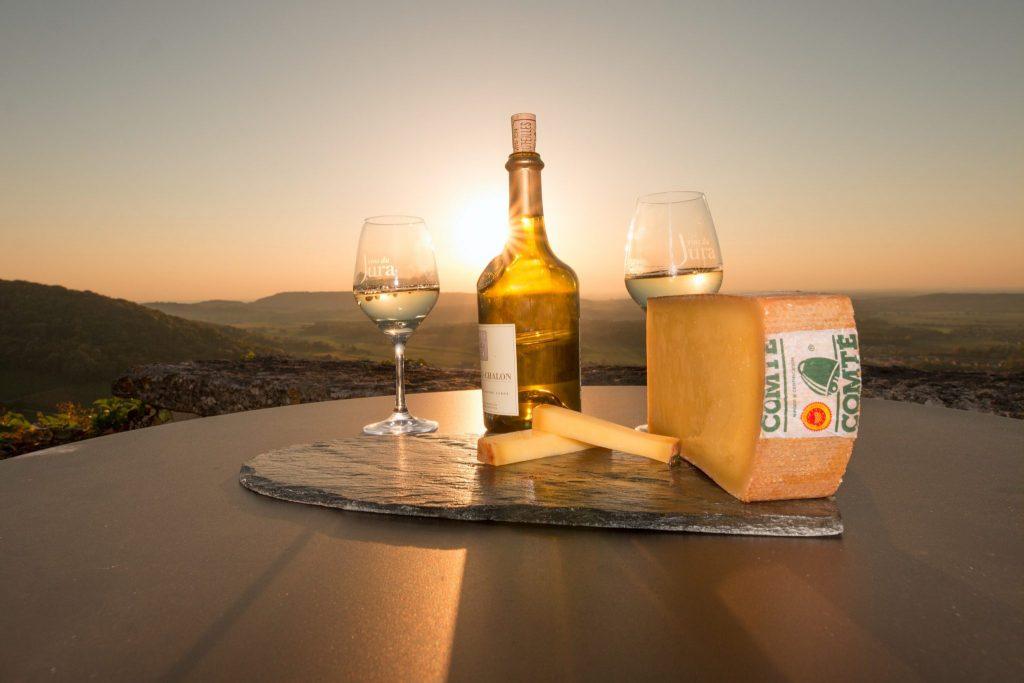 Dégustation de Comté et de Vin Jaune à Château-Chalon © Nicolas Gascard  / Jura Tourisme
