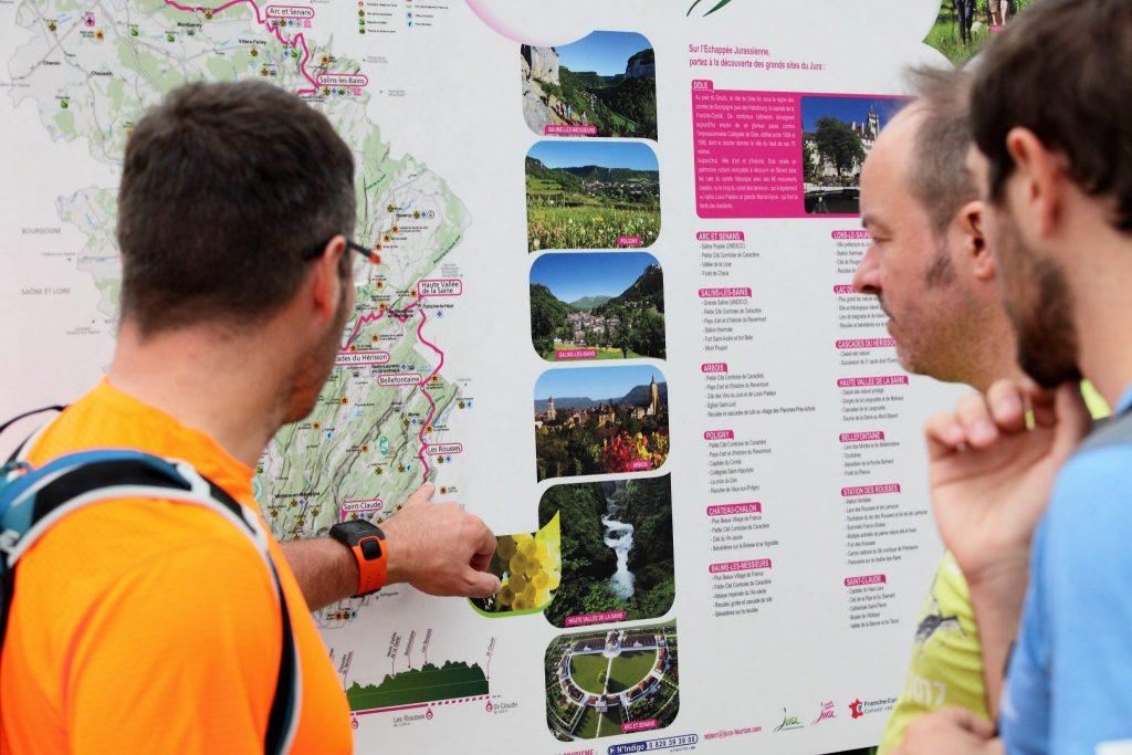 Panneaux d'informations le long de l'Échappée Jurassienne © Vincent Gaudin/Jura Tourisme
