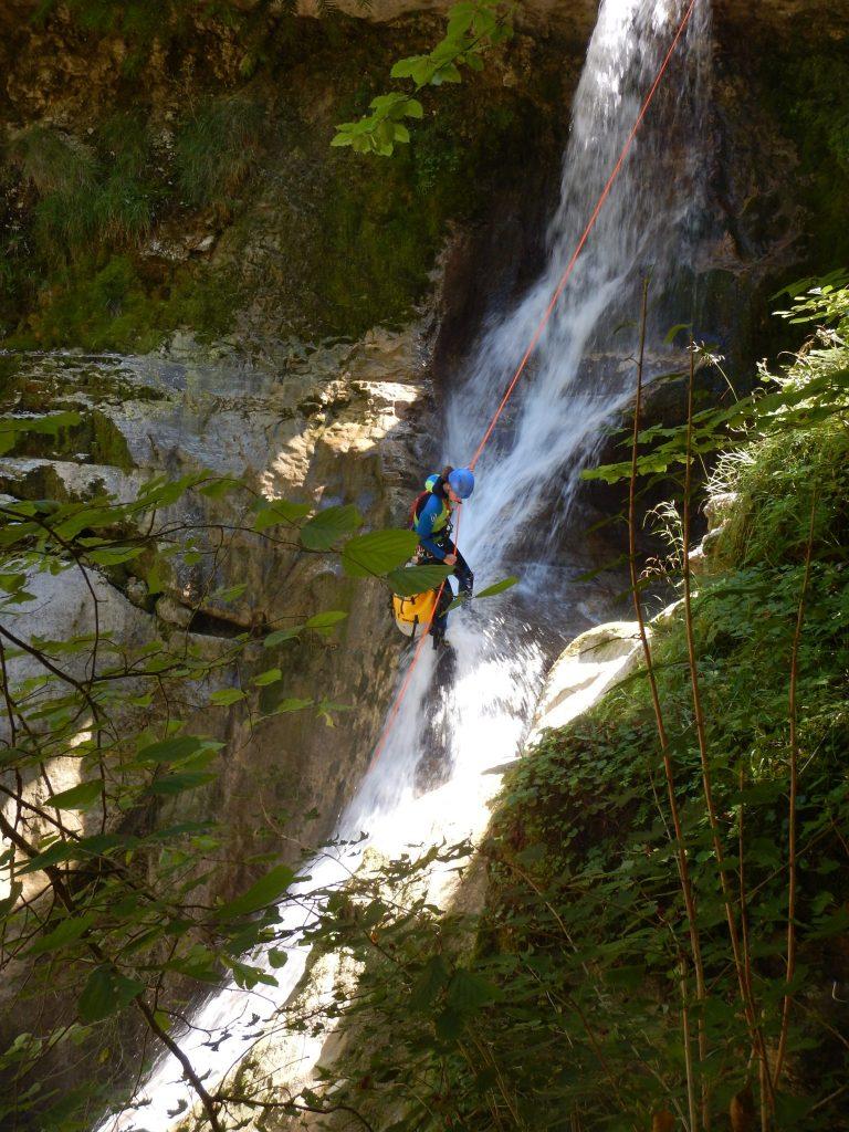 Rappel dans le canyon de Coiserette © Conseil départemental du Jura