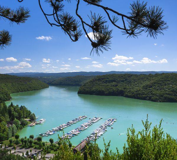 Port du Surchauffant sur le Lac de Vouglans