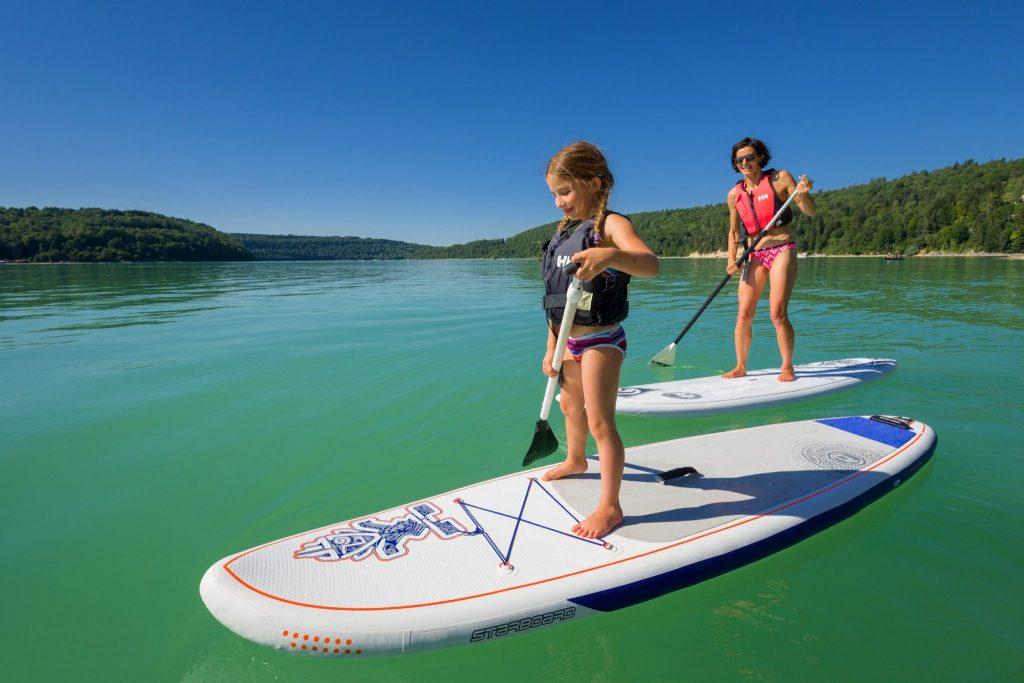 Paddle à Bellecin, sur le lac de Vouglans © Stéphane Godin/Jura Tourisme