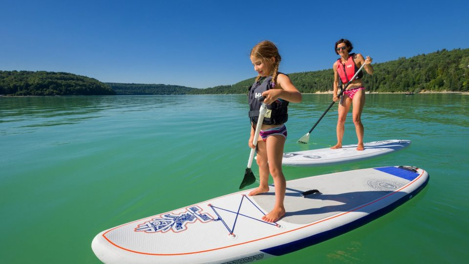 Stand up paddle sur le lac de Vouglans