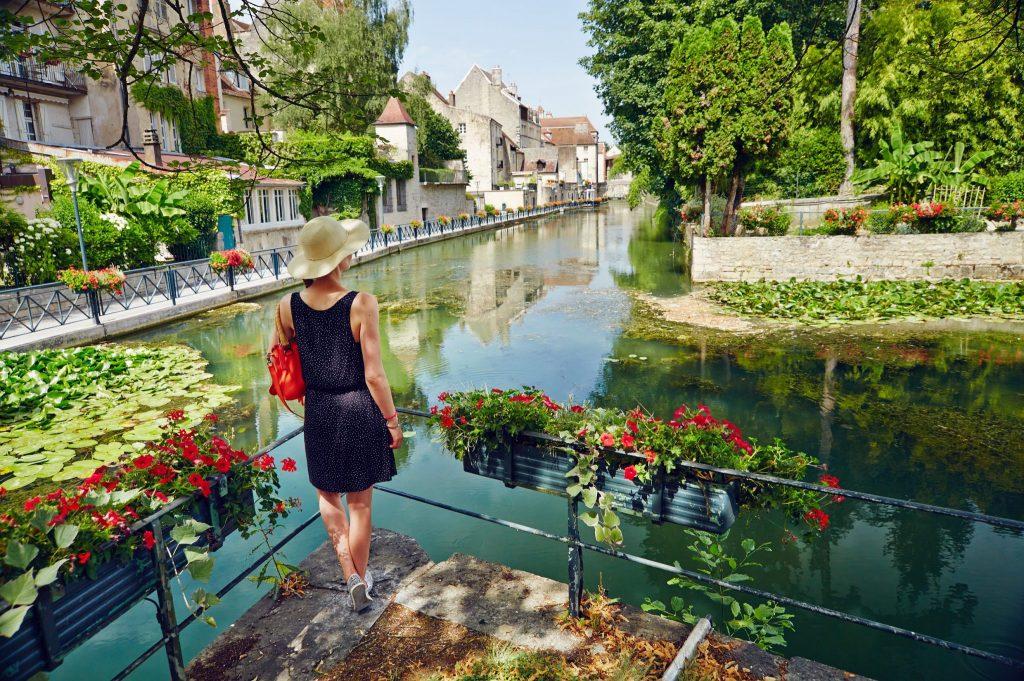 Vue sur le Canal des Tanneurs de Dole © Maxime Coquard/Jura Tourisme