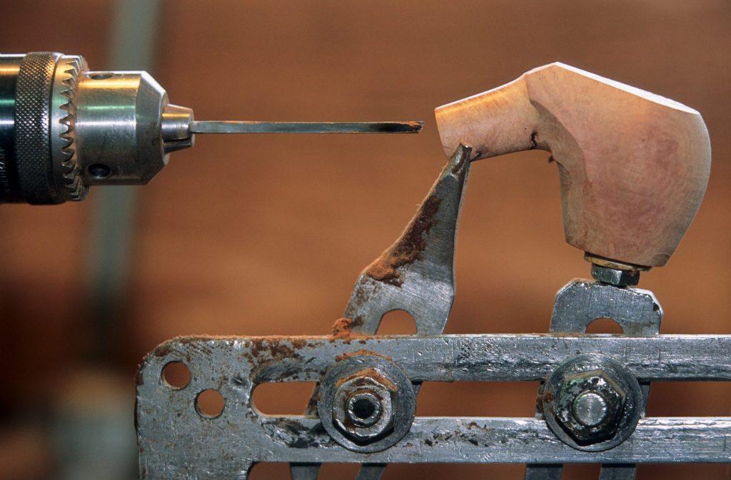 Fabrication d'une pipe de Bruyère © Stéphane Godin/Jura Tourisme