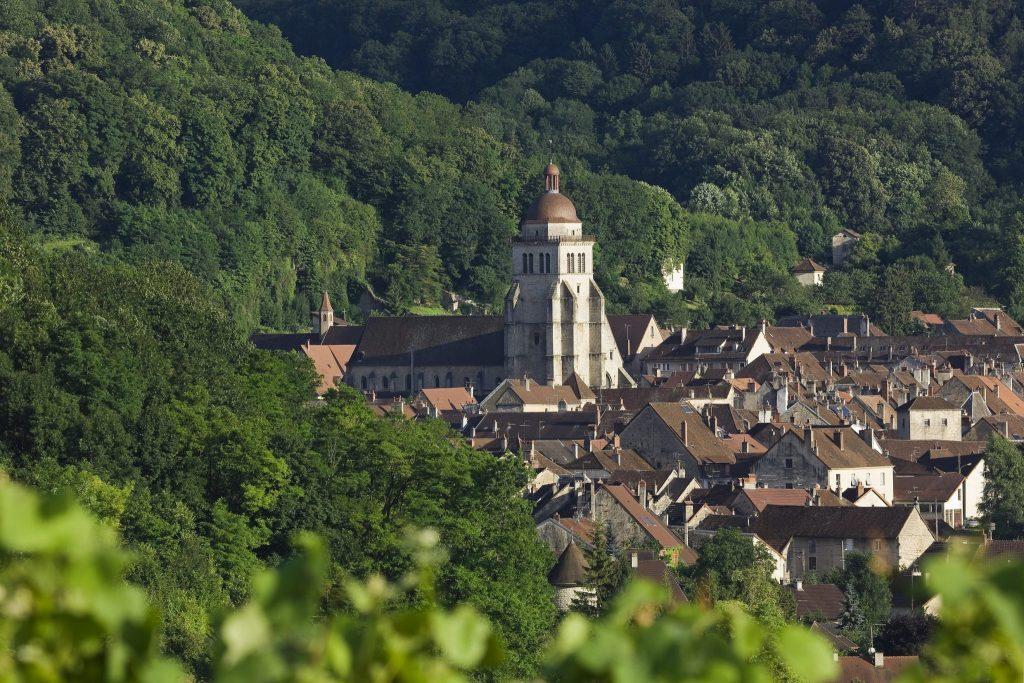Vue sur la ville de Poligny et l'église Saint-hippolyte © Stéphane Godin/Jura Tourisme