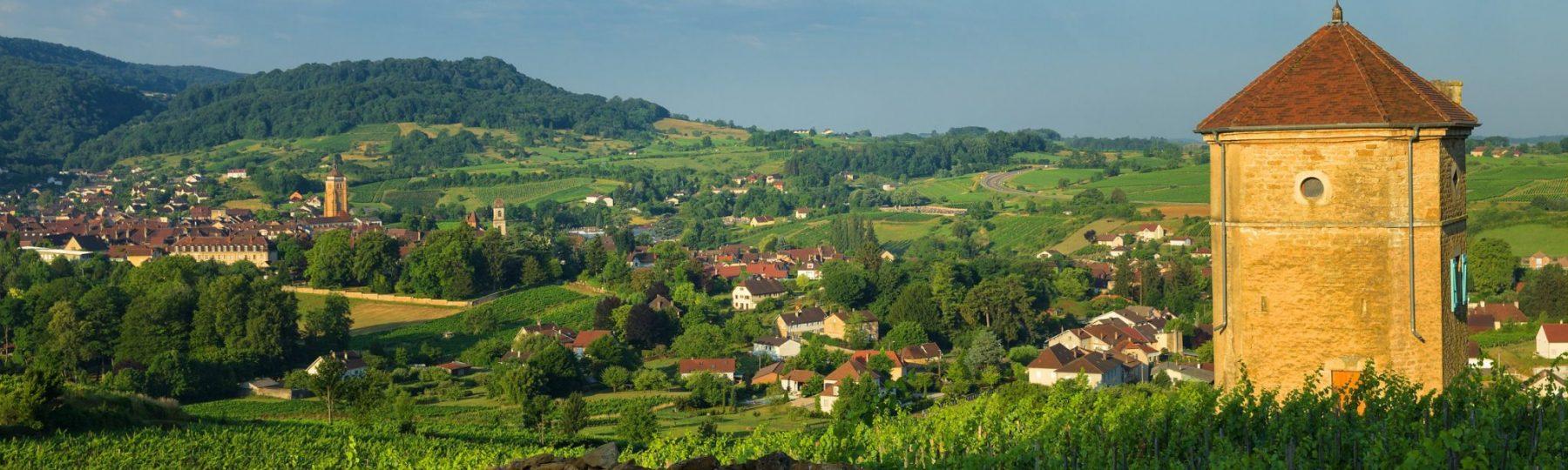 Tour Curon, vignes et ville d'Arbois © Stéphane Godin/Jura Tourisme