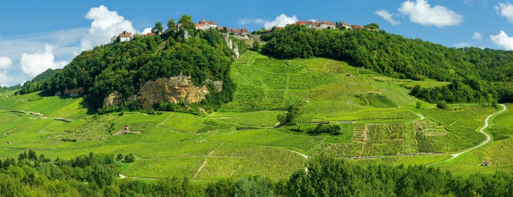Village et vignes de Château-Chalon © Stéphane Godin/Jura Tourisme