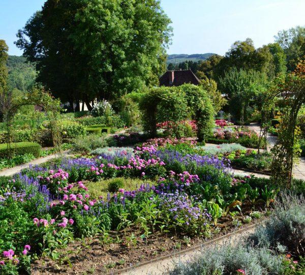 Jardin des Jeux du Château d'Arlay © Jura Tourisme