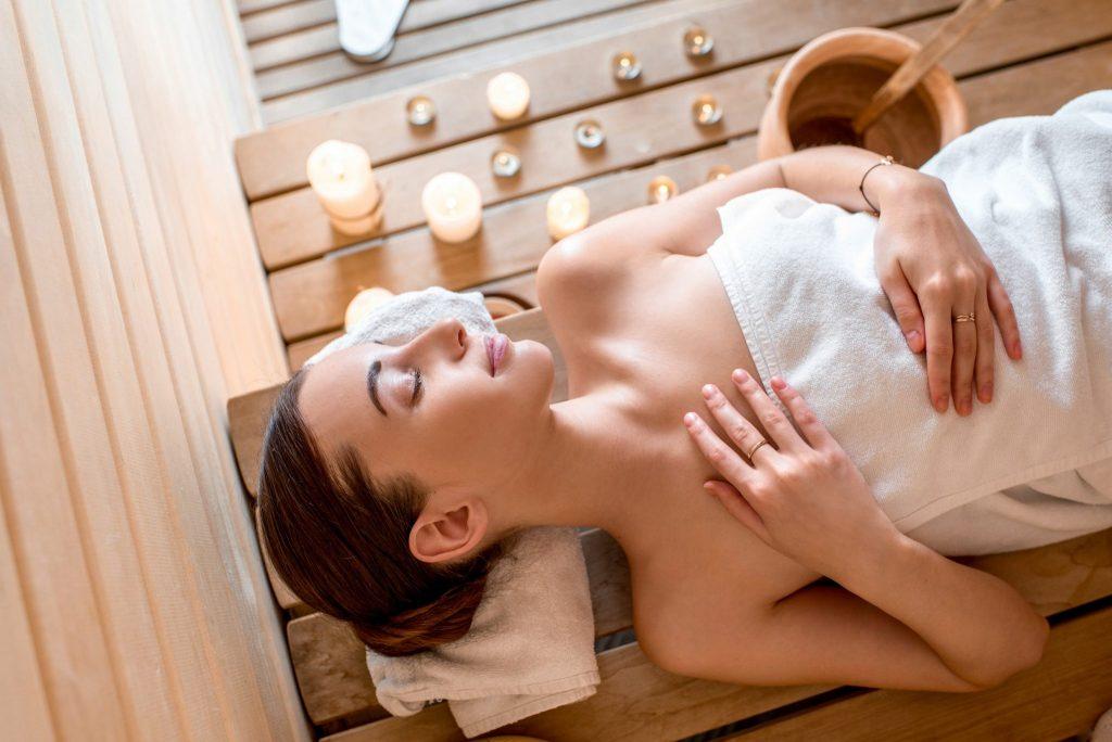 Détente dans un sauna © rh2010 / Fotolia