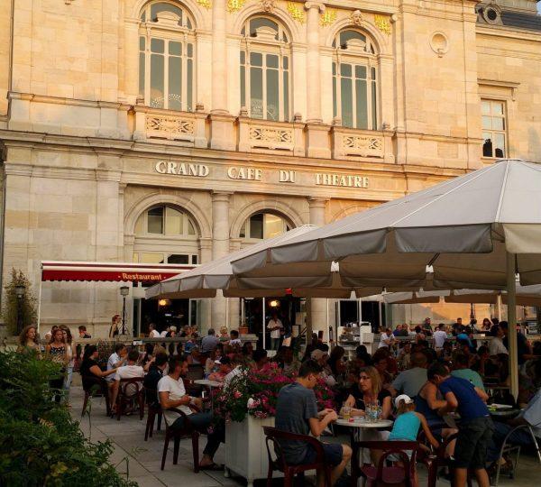Grand café du théâtre à Lons-le-Saunier © Jura Tourisme