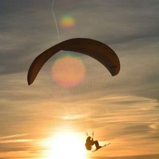Kite surf au coucher du soleil