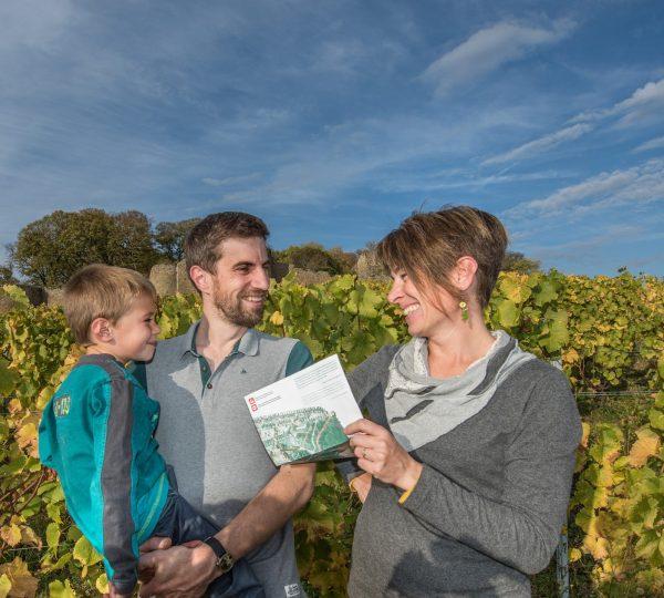 Famille dans les vignes du château d'Arlay