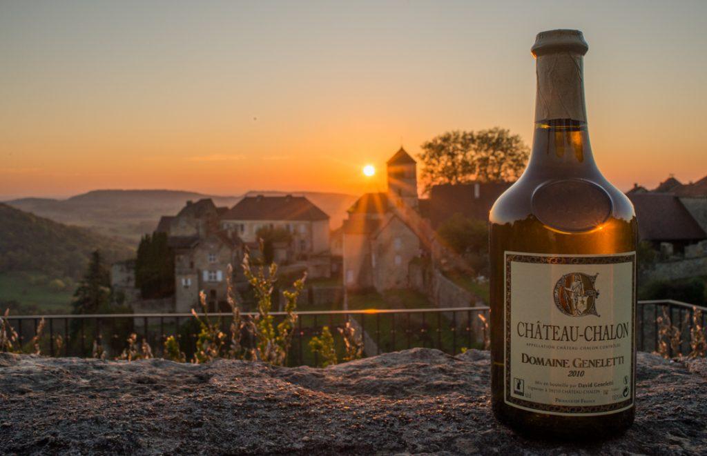 Vin Jaune Château-chalon et village de Château-Chalon © Patrice Raydeley / Jura Tourisme