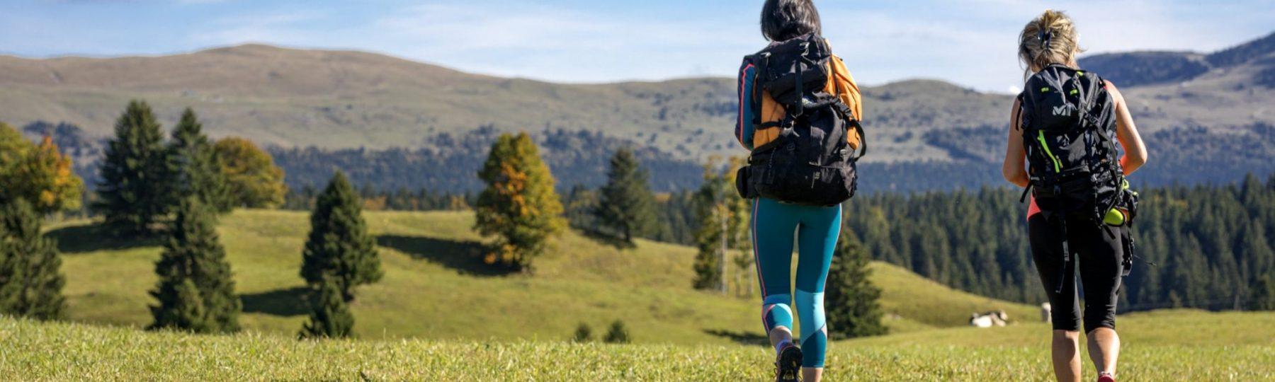 Randonneuses dans les Hautes-Combes © Nicolas Gascard/Jura Tourisme