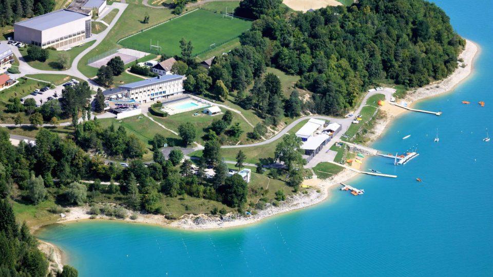 Vue aérienne de la Base de Bellecin sur le Lac de Vouglans