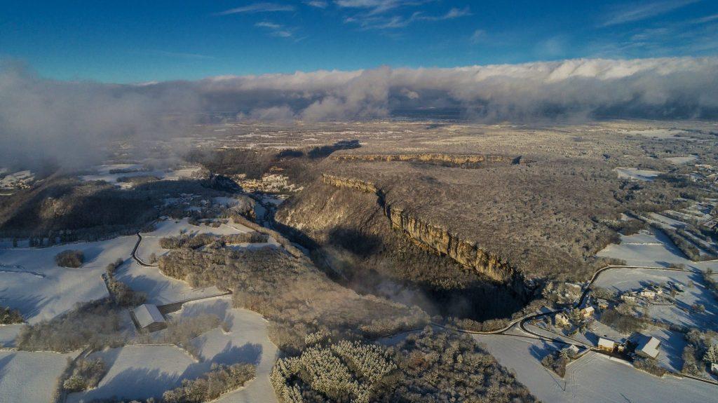 Reculée de Baume-les-Messieurs en hiver © Up Drone/Jura Tourisme