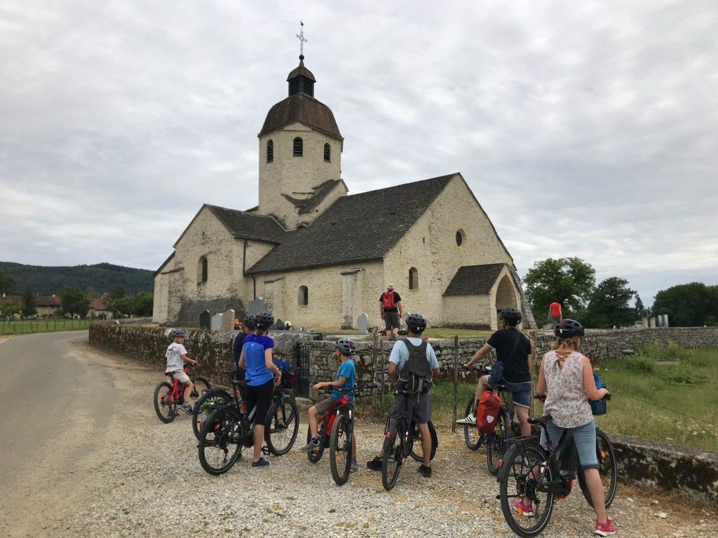 Balade guidée à vélos électriques en Petite Montagne © Jura Tourisme