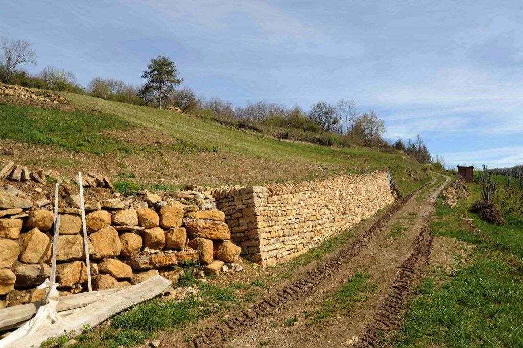 Mur de soutènement en pierres sèches © Michel Campy