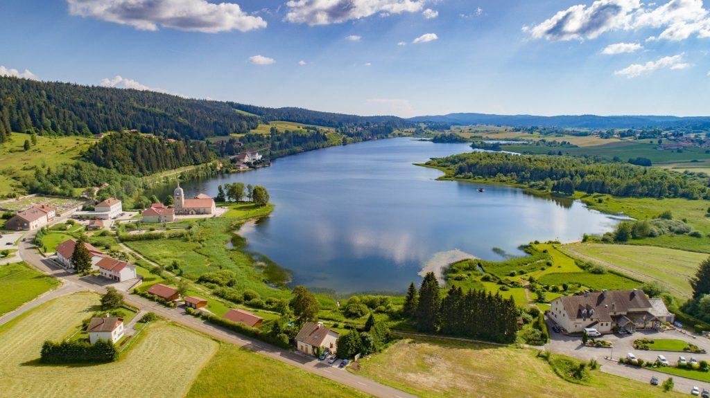 Lac de l'Abbaye © UpDrone/Jura Tourisme