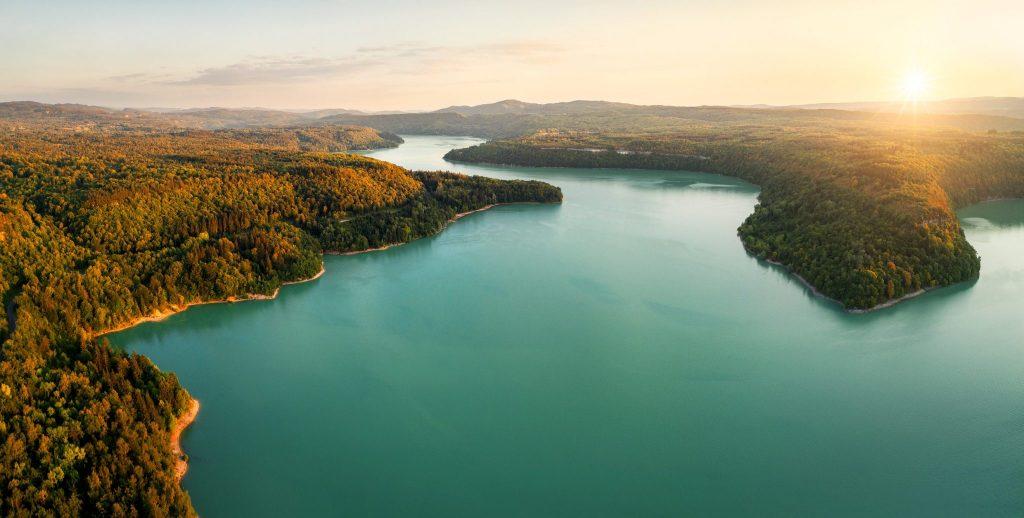 Vue sur le lac de Vouglans © Stéphane Godin/Jura Tourisme