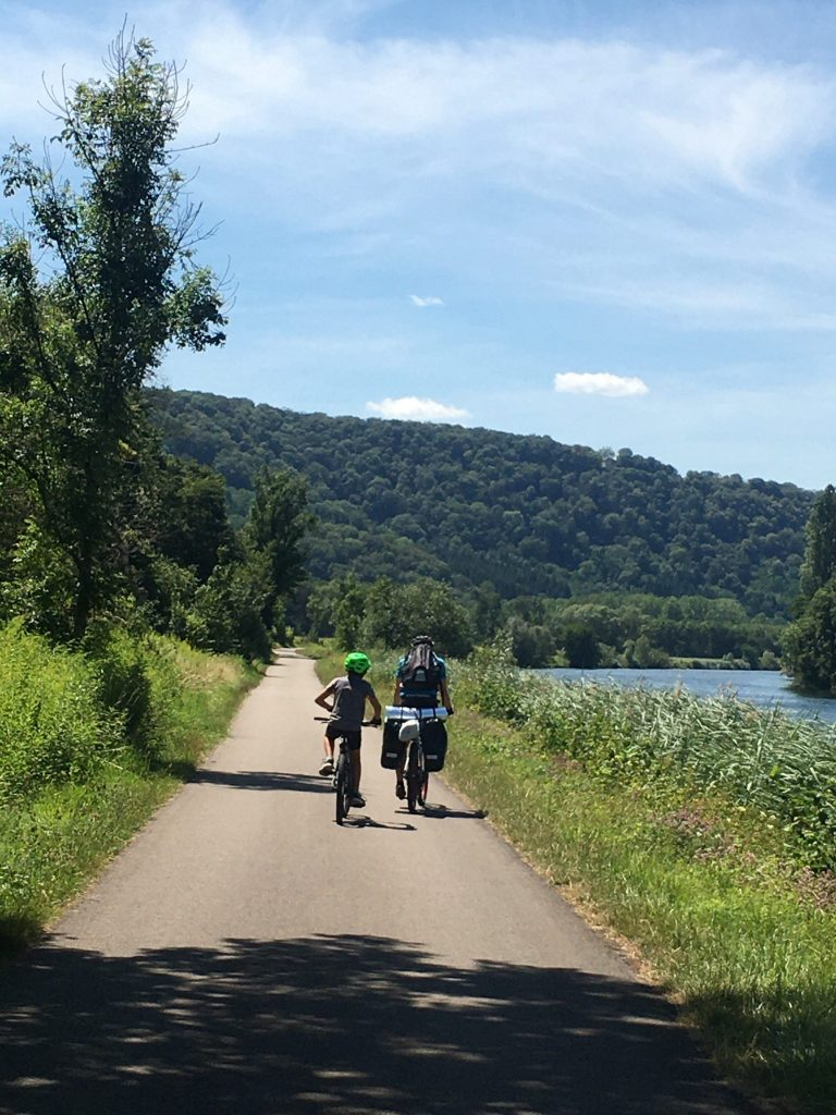 Cyclistes sur l'EuroVelo 6