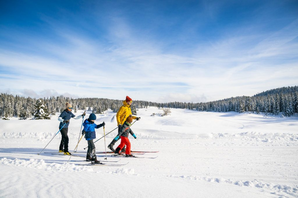 Ski de fond en famille © Benjamin Becker/Jura Tourisme