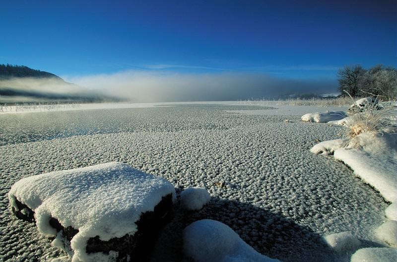 Lac d'Ilay gelée © Stéphane Godin/Jura Tourisme
