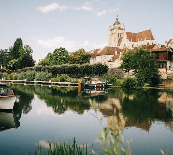 Le canal à Dole © C. Ferrand WildRoad/Jura Tourisme