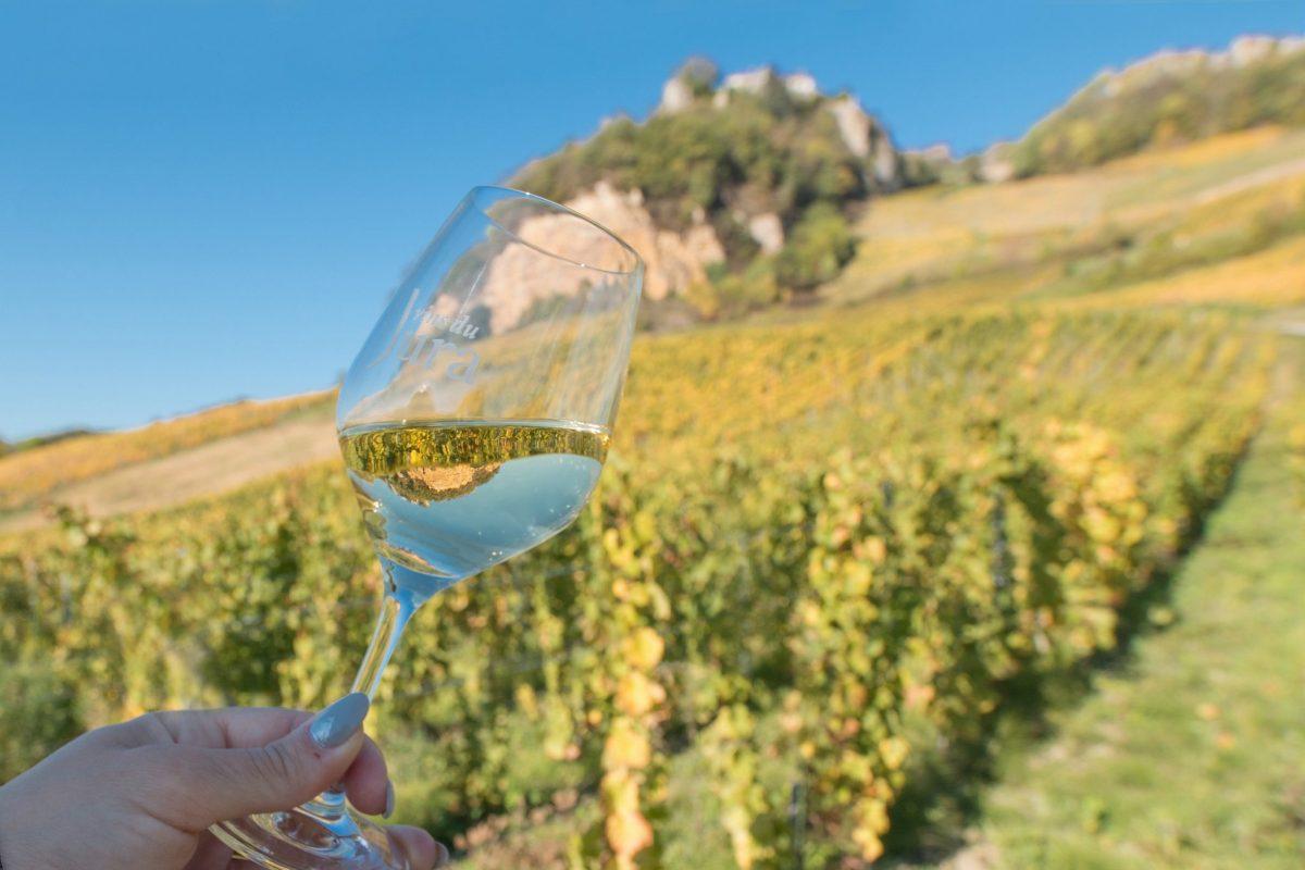 Dégustation de vin blanc du Jura à Château-Chalon © Nicolas Gascard / Jura Tourisme