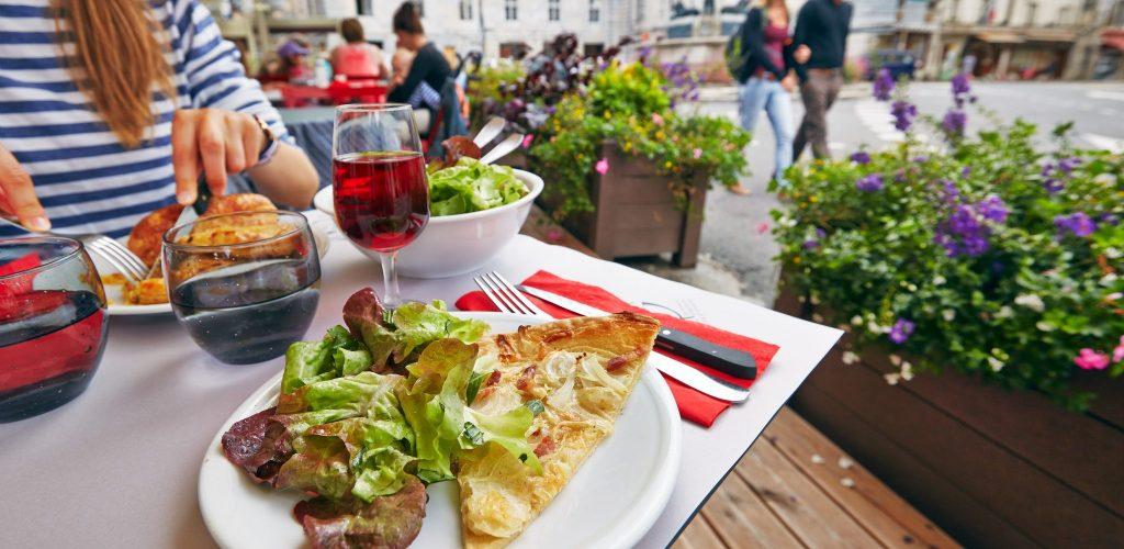 Restaurant à Arbois © Maxime Coquard/Jura Tourisme