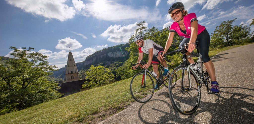 Cyclotouristes à Baume-les-Messieurs © Nicolas Gascard/Jura Tourisme