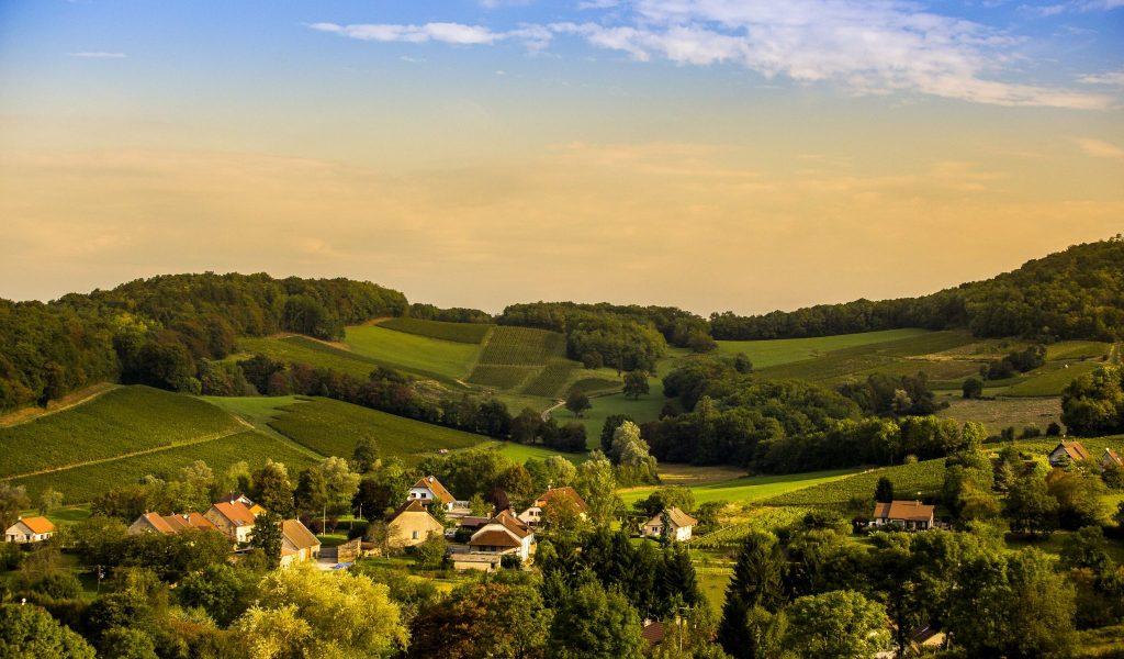 Vignes et village de l'Etoile © ©Jérôme Genée / Jura Tourisme