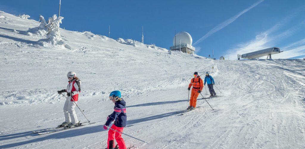 Ski à la Dôle, station franco-suisse © Stéphane Godin/Jura Tourisme