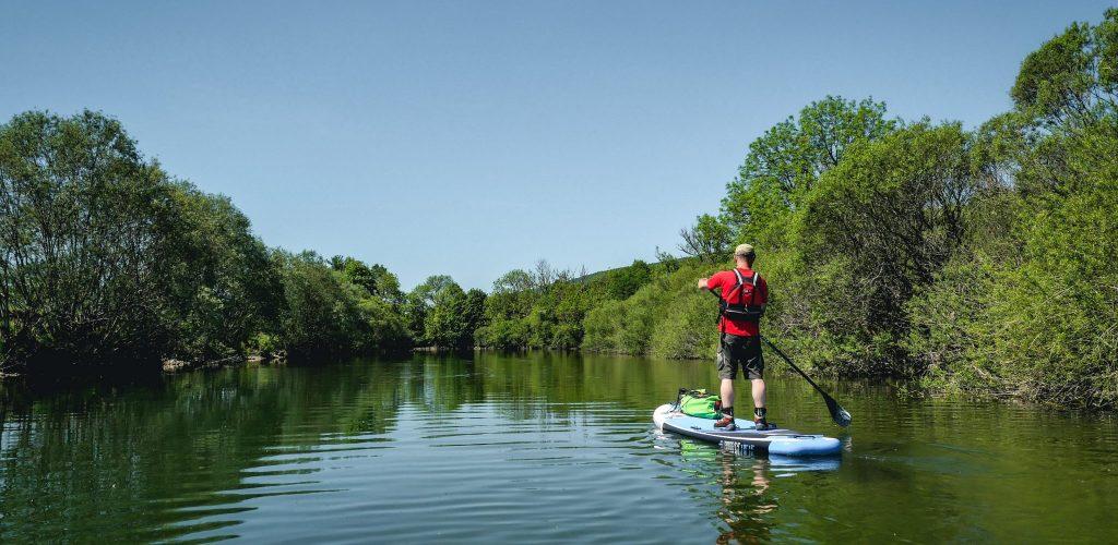 Paddle sur la rivière d'Ain © Maxime Alexandre/Jura Tourisme