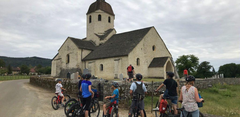 Sortie à vélo à assistance électrique en Petite Montagne © Jura Tourisme